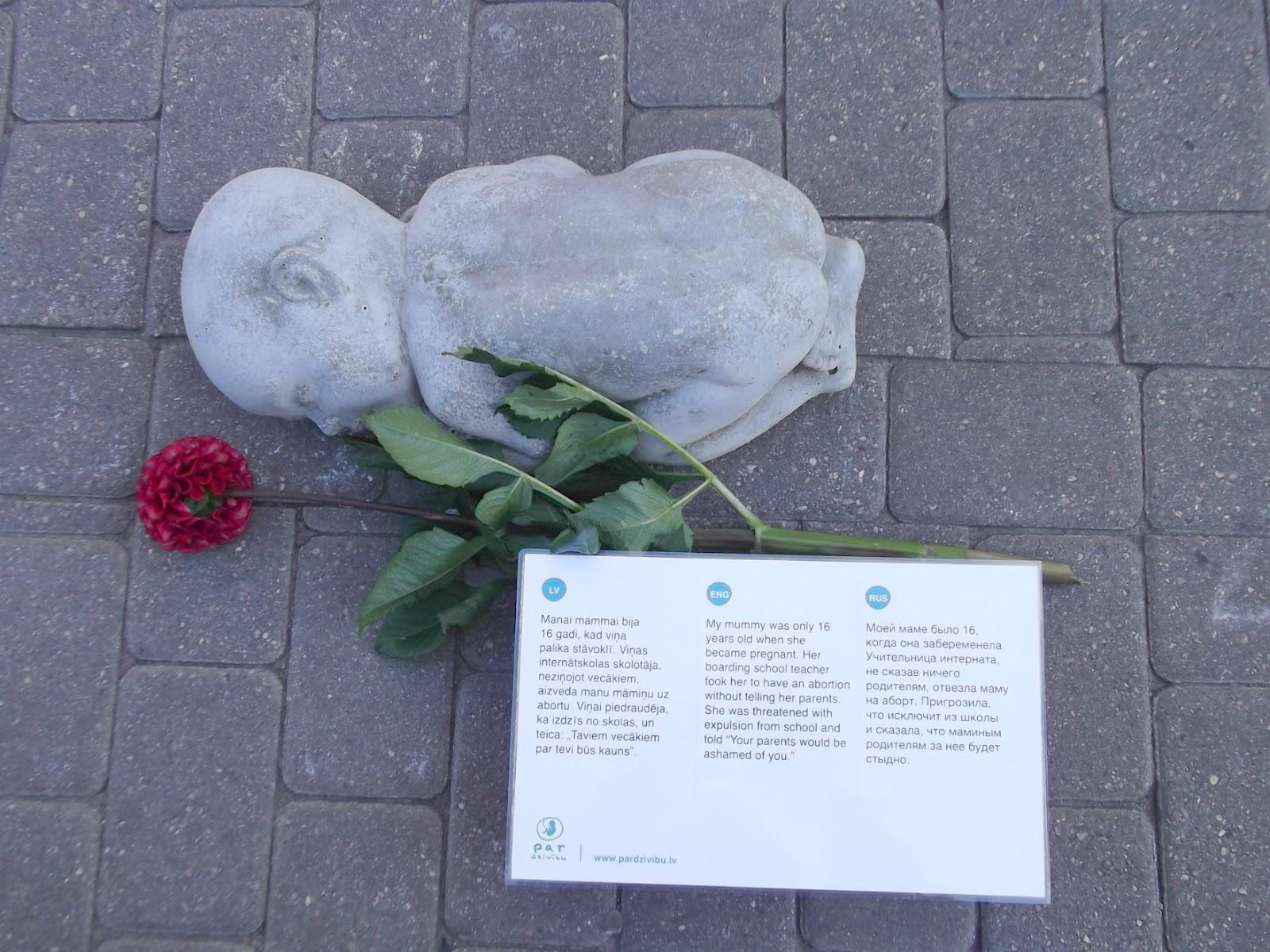 Фото памятника нерожденным детям в риге