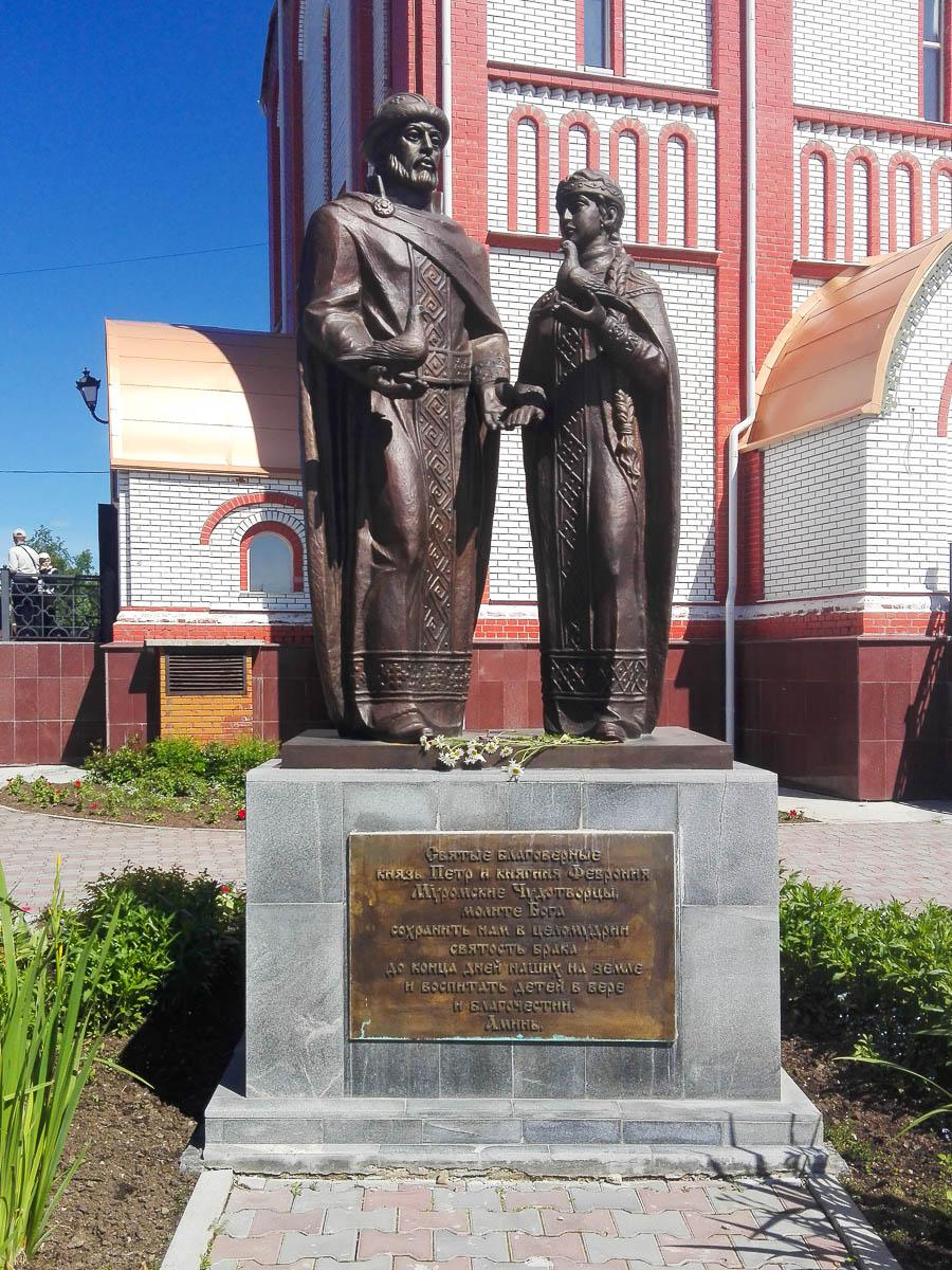 Памятник с семейный Волчанск Лампадка из покостовского гранита Павлово