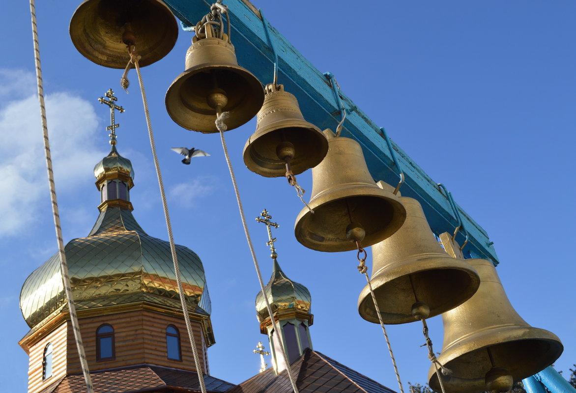 церковная музыка с колоколами запитать правый переключатель